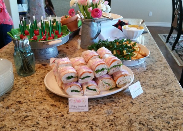 Sandwiches wrapped in twine, just what mommy wanted