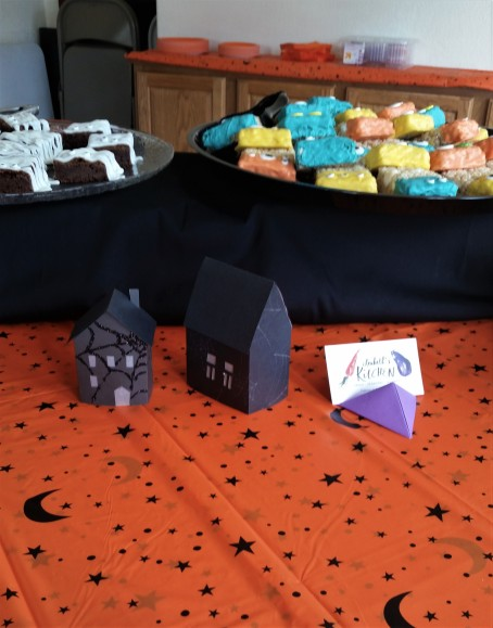 Halloween Business Card Display, I love crafting when ever I can.